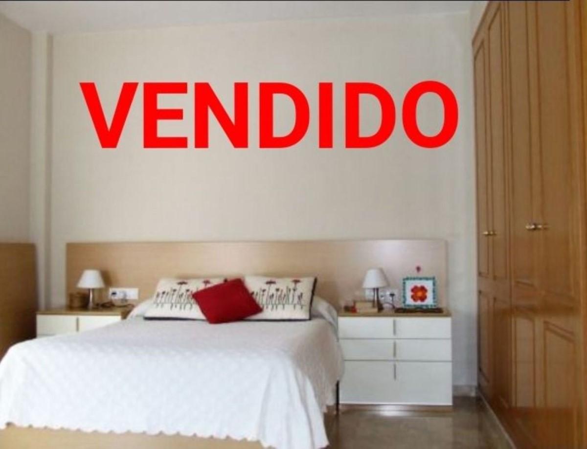 Chalet Adosado en Venta en  Castilleja de la Cuesta