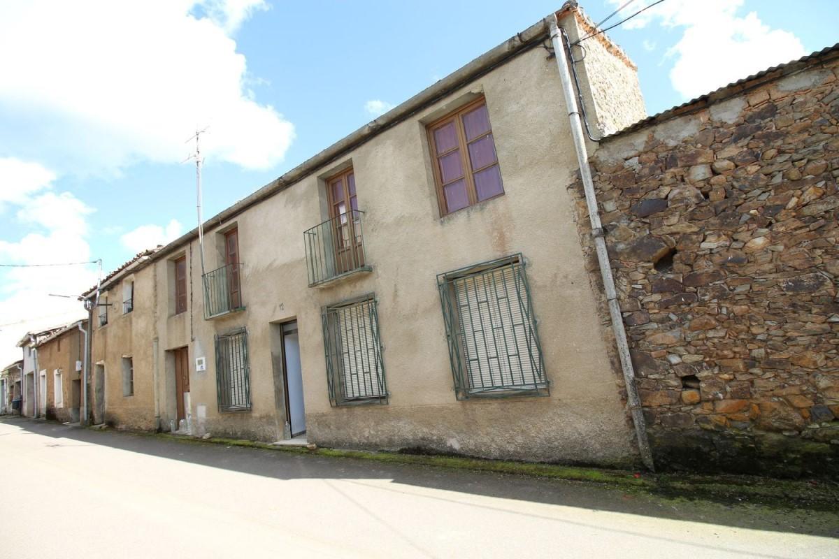 Casa Rural en Venta en  Serradilla del Arroyo