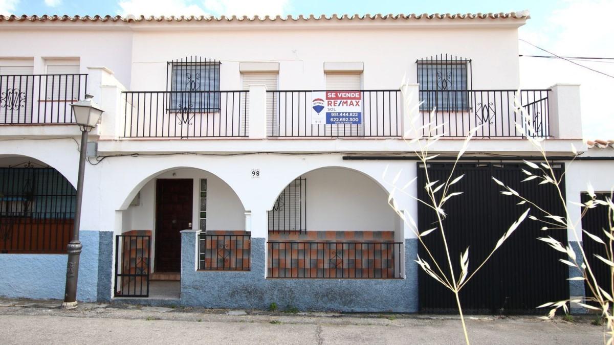 Chalet Adosado en Venta en  Yunquera