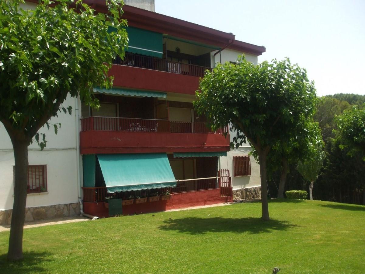 Apartment  For Sale in  Pelayos de la Presa