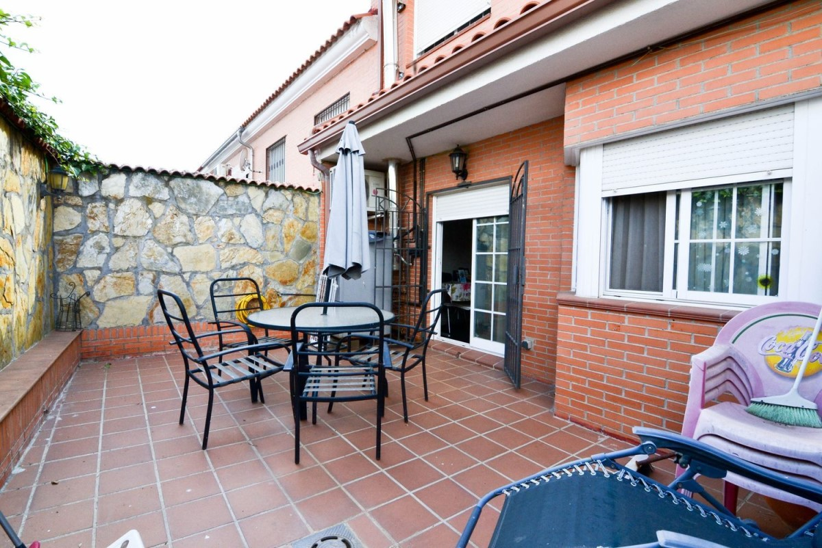 Terraced House  For Sale in  Valmojado