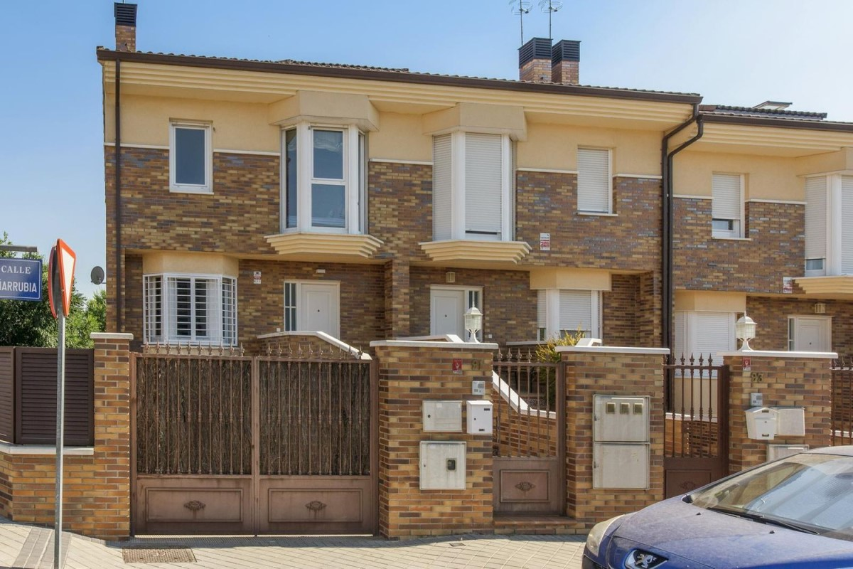 Terraced House  For Sale in  Villaviciosa de Odón