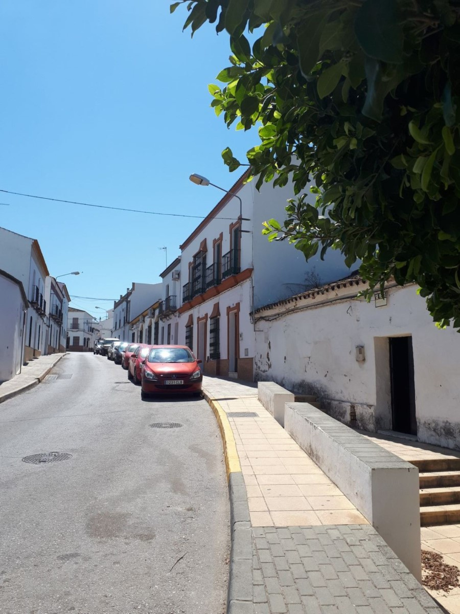 Chalet Adosado en Venta en  Aznalcazar