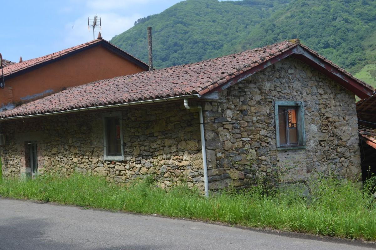 Casa Rural en Venta en  Belmonte de Miranda