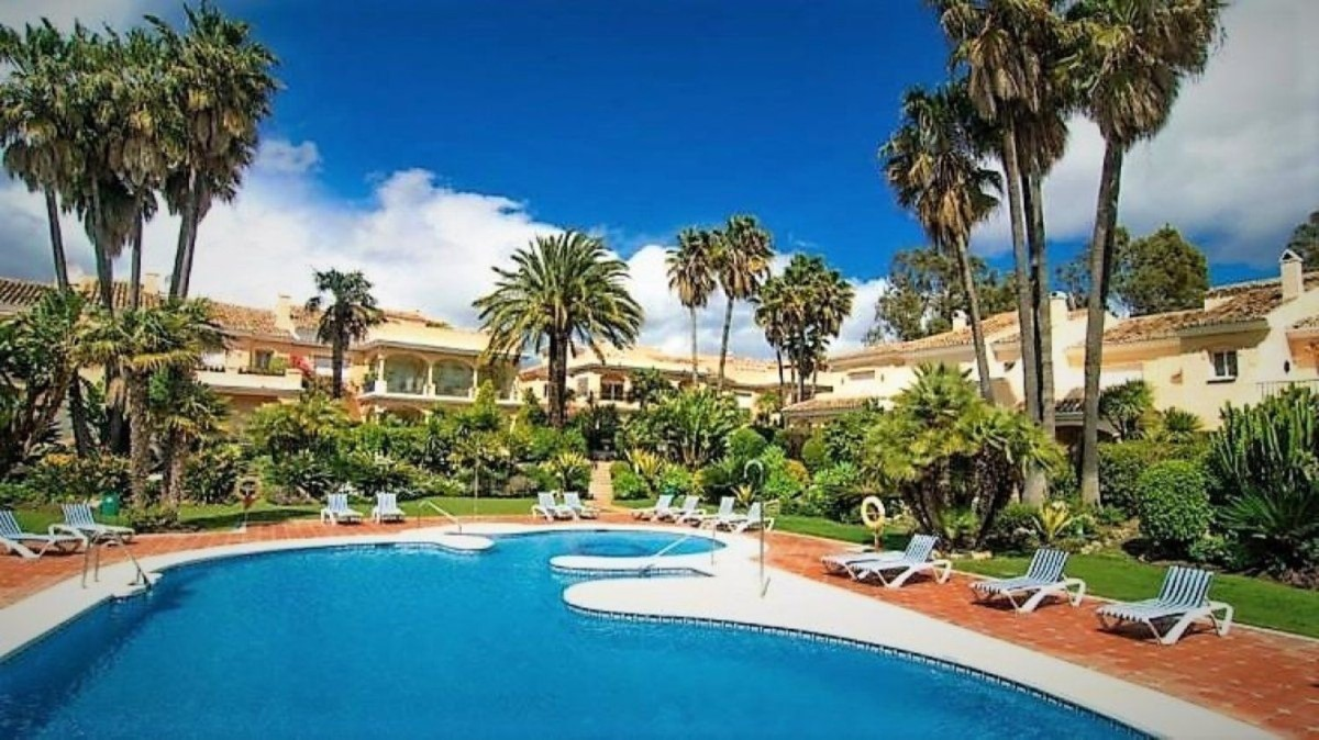 Penthouse  For Sale in Benamara-Atalaya, Estepona