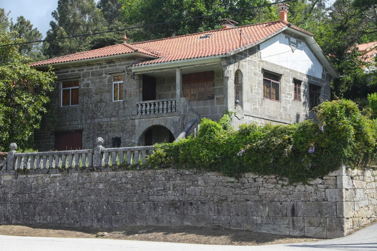 House  For Sale in  A Cañiza