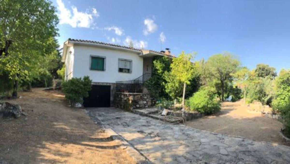 Chalet en Venta en  Robledo de Chavela