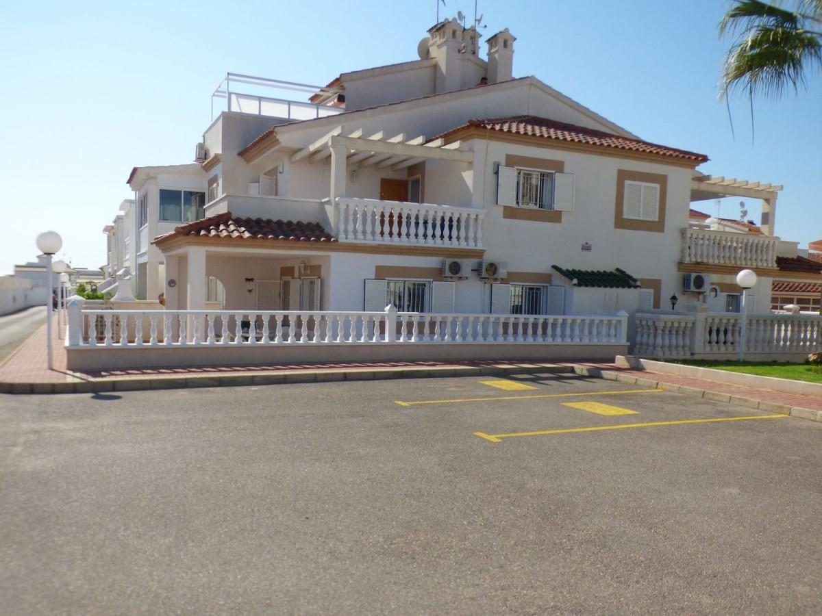 Chalet Adosado en Venta en Orihuela Costa, Orihuela