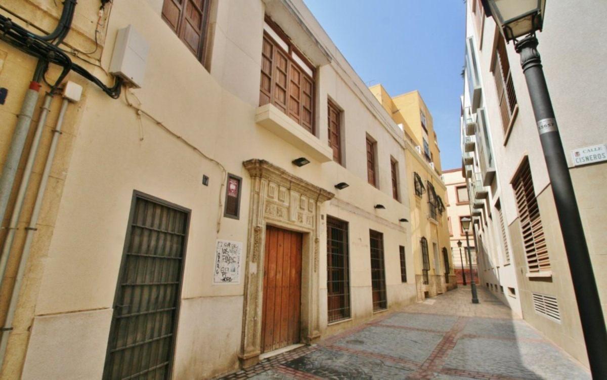 Edificio de Viviendas en Venta en  Almería