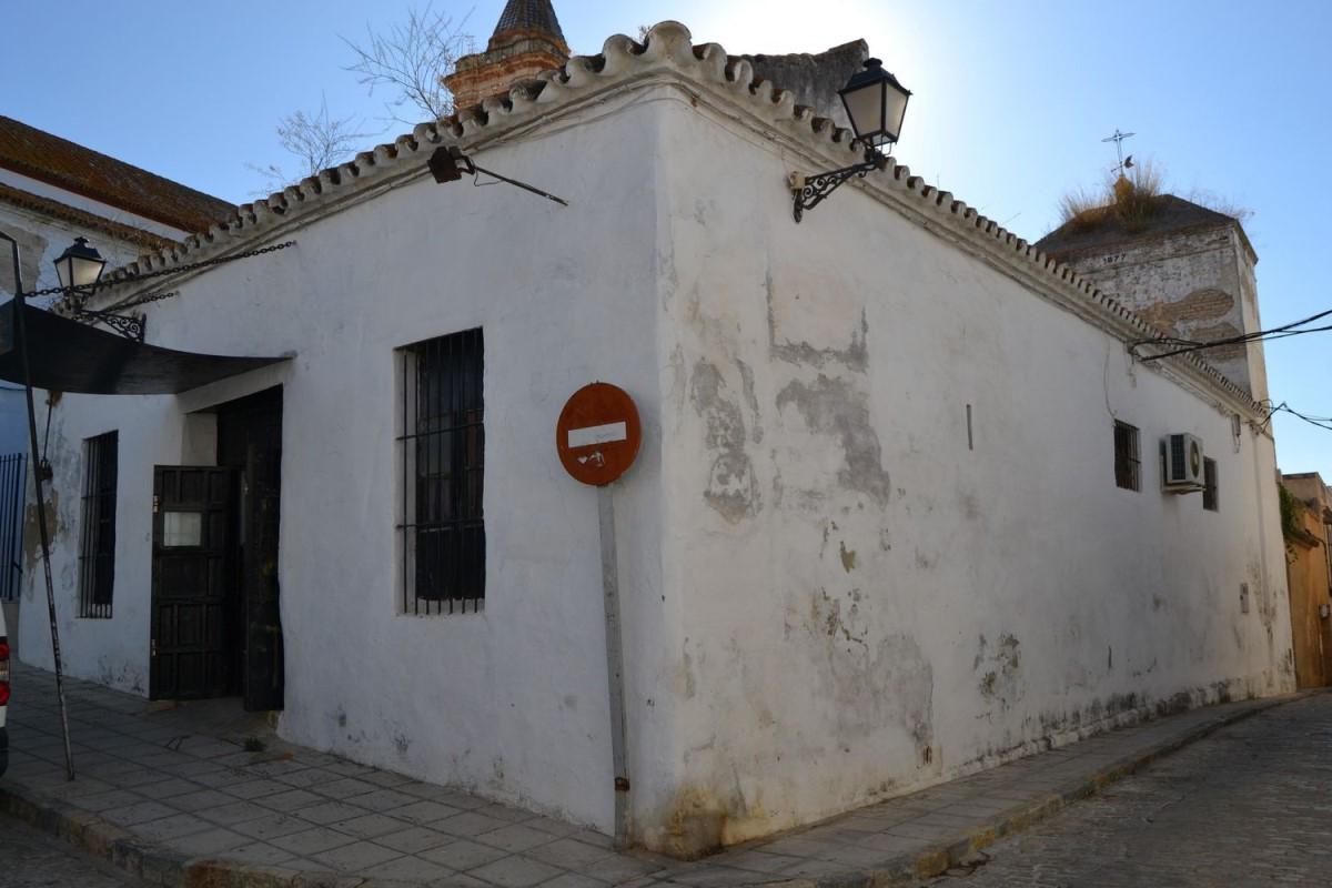Edificio de Viviendas en Venta en  Sanlúcar la Mayor