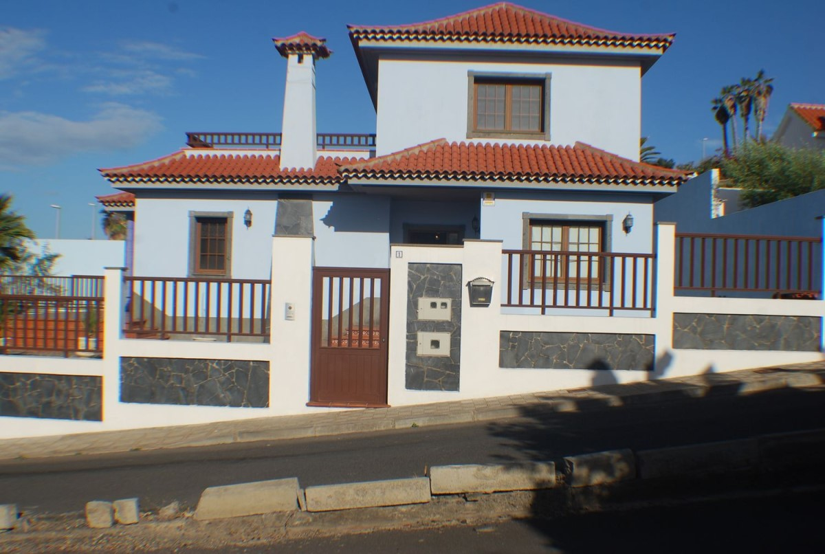House  For Sale in  Garachico