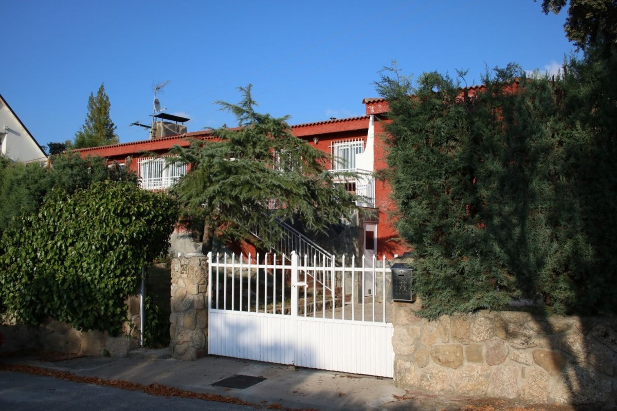 Chalet en Venta en  Espinar, El