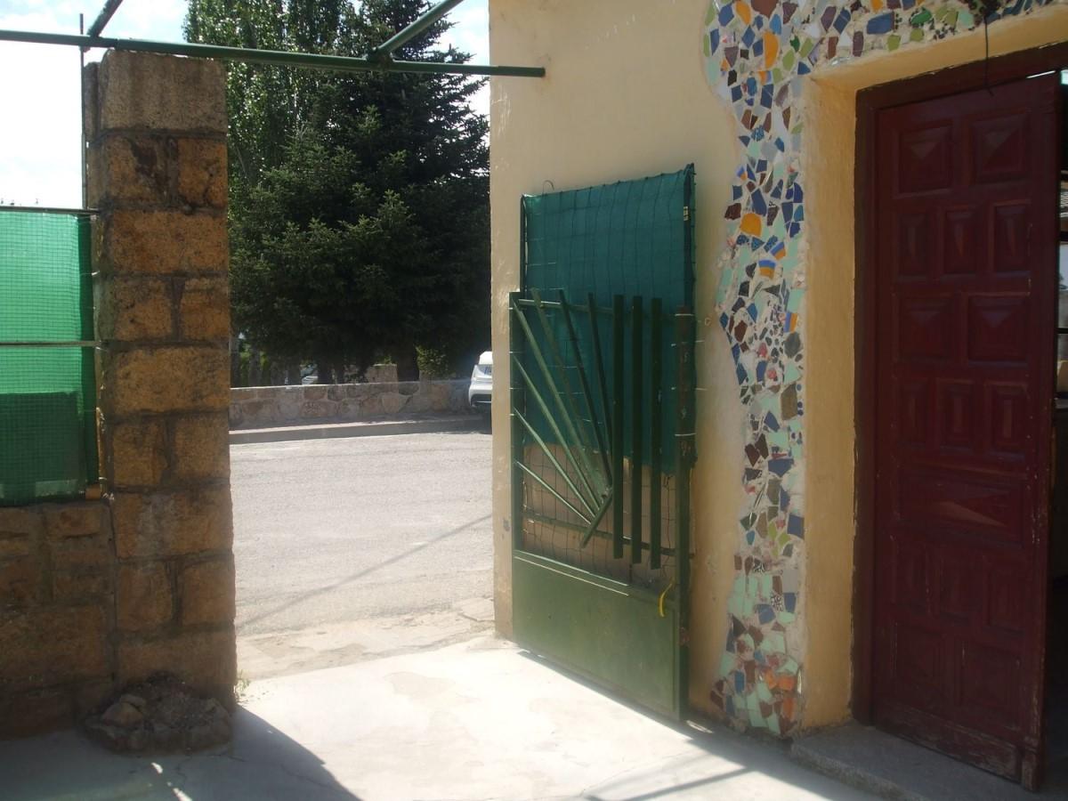 Chalet Adosado en Venta en  Becerril de la Sierra