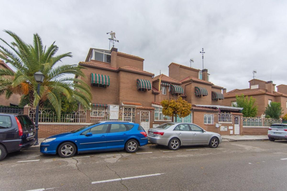 Chalet Adosado en Venta en  Arroyomolinos