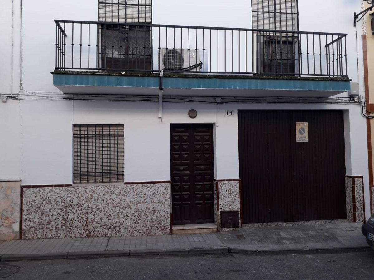 Chalet Adosado en Venta en  Cantillana