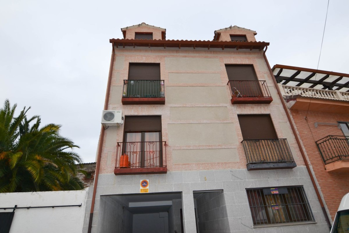 Apartment  For Sale in  Casarrubios del Monte