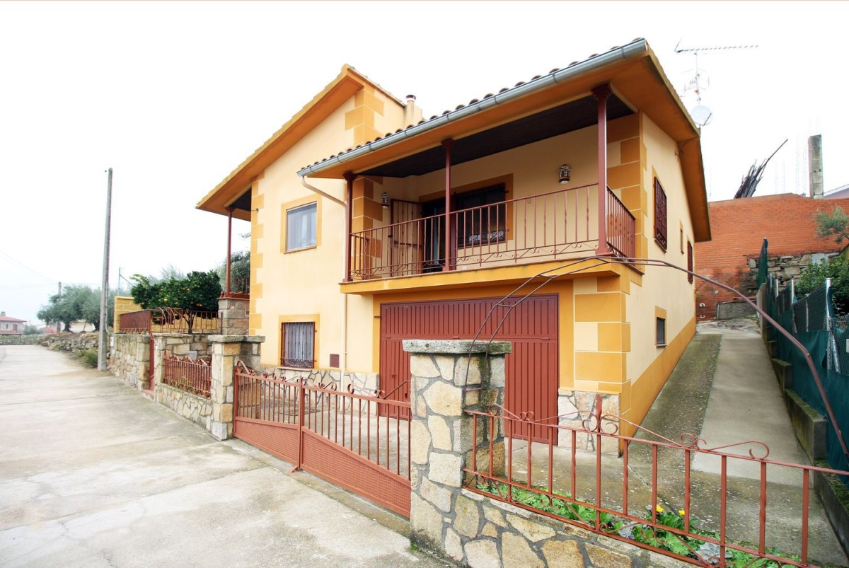 House  For Sale in  Fermoselle