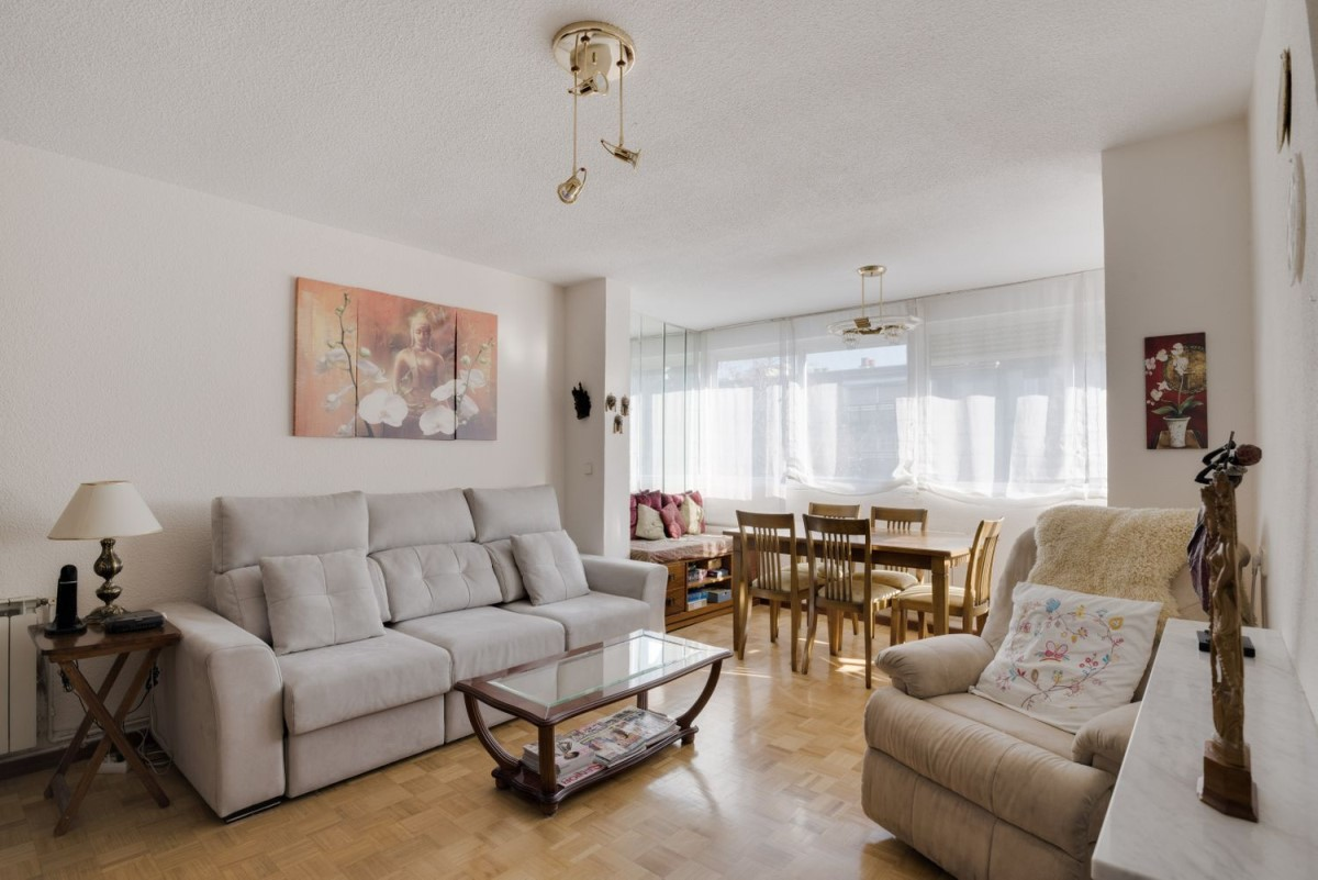Apartment  For Sale in Latina, Madrid