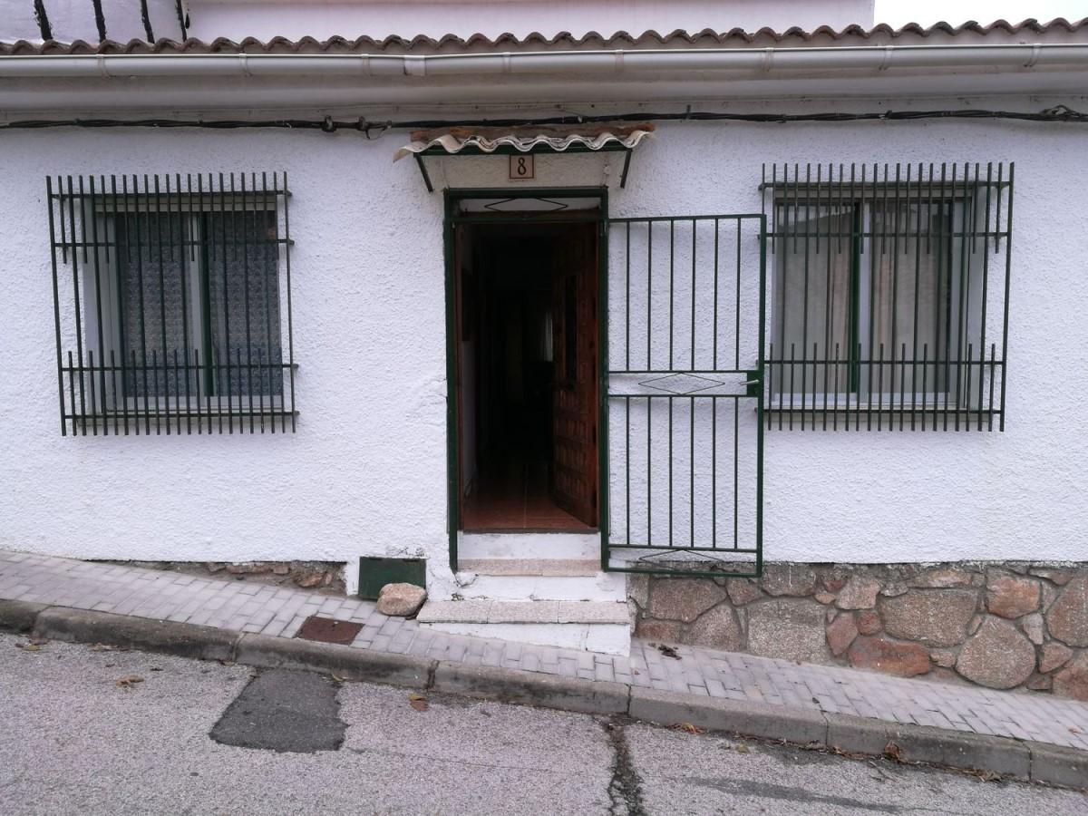 Chalet Adosado en Venta en  Robledo de Chavela
