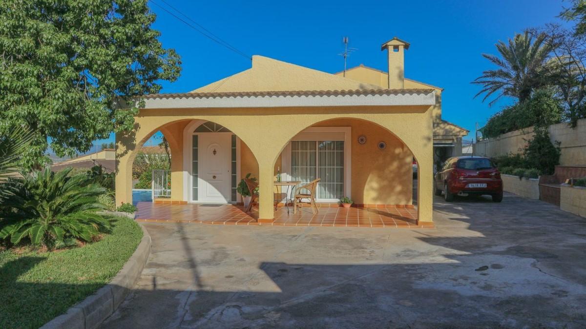 House  For Sale in  Pobla de Vallbona, La