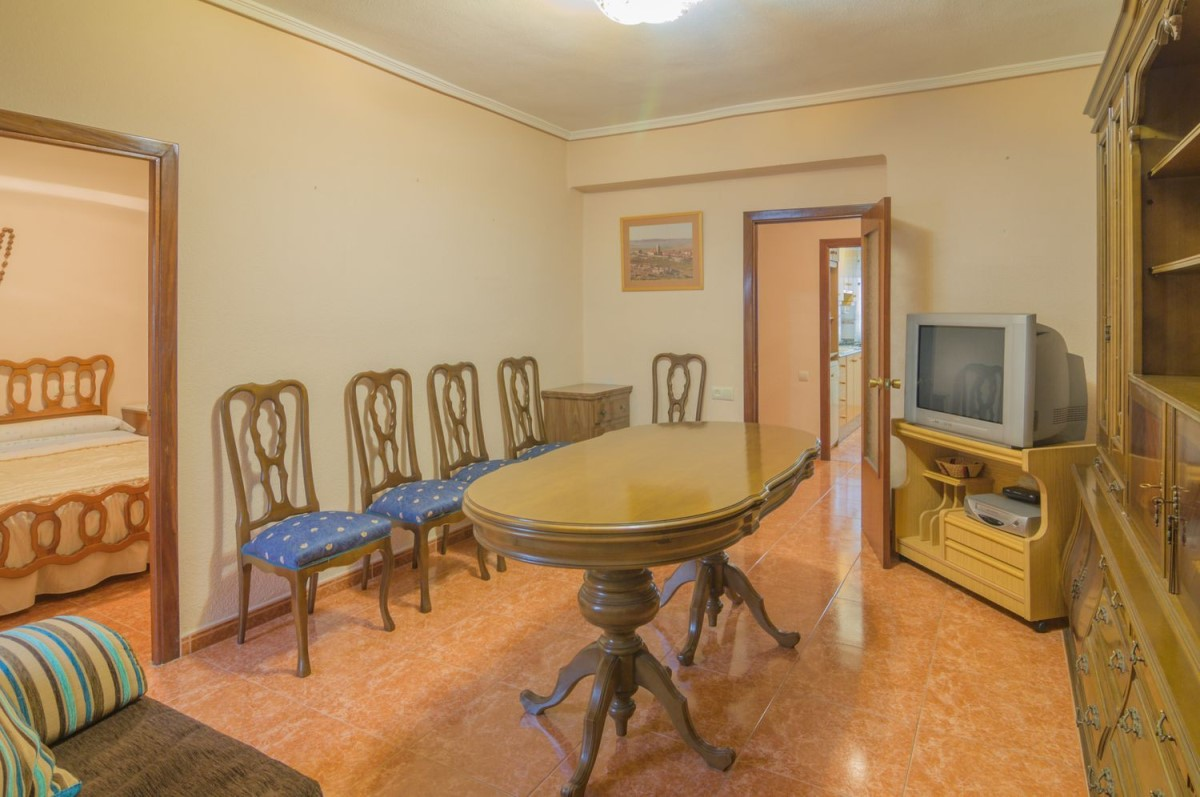 Apartment  For Sale in  Benetússer