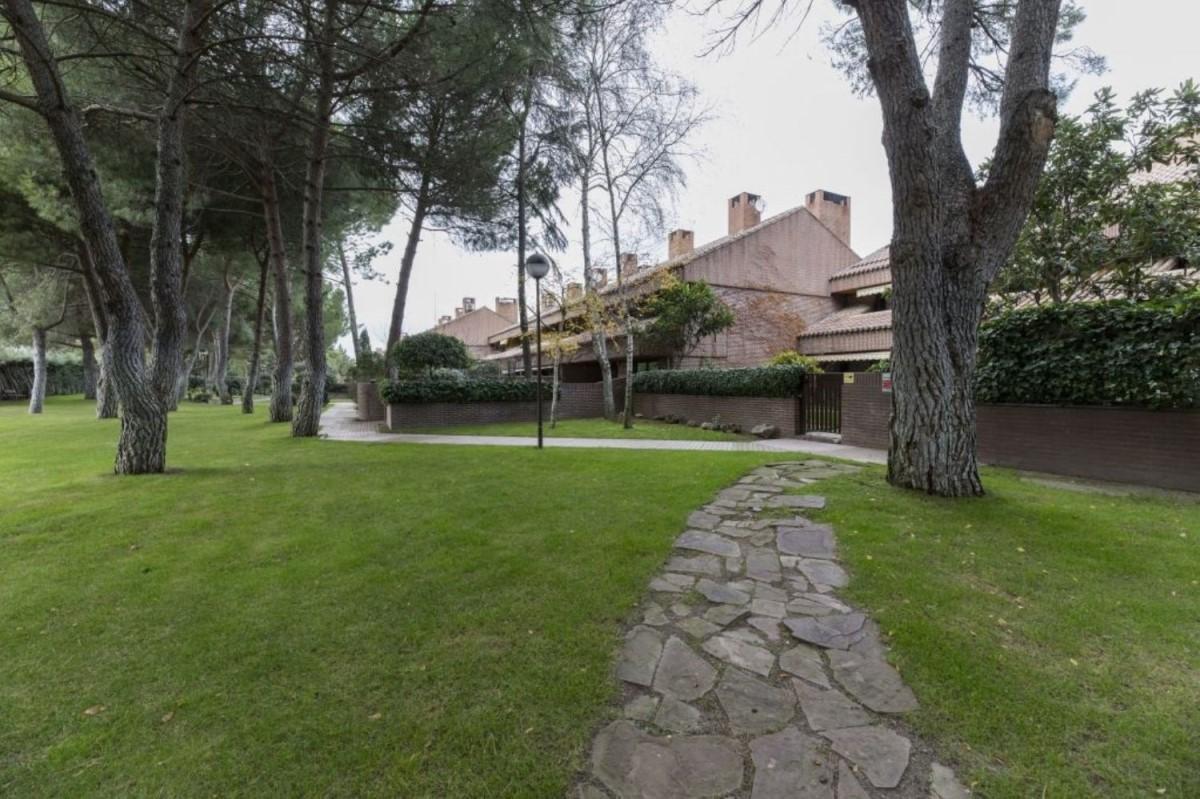 Chalet Adosado en Venta en El Burgo, Rozas de Madrid, Las