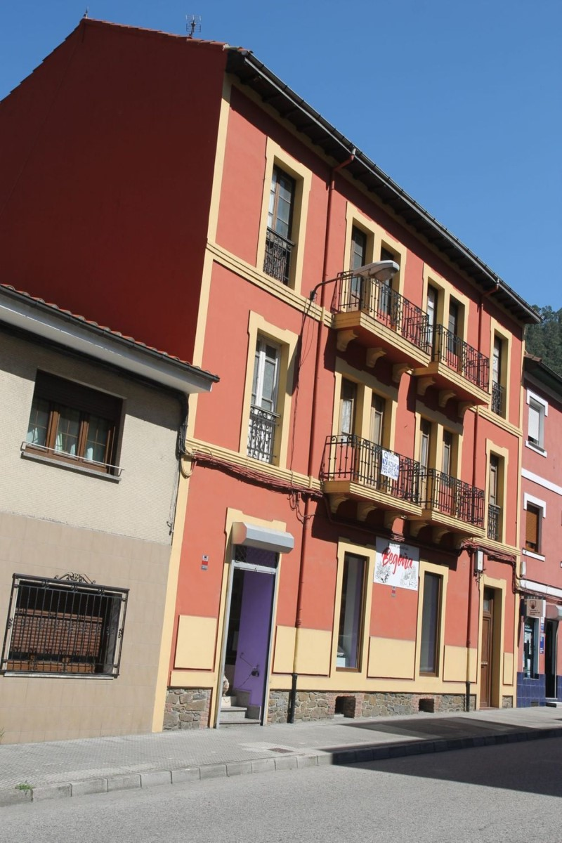 Housing Block  For Sale in  Mieres Del Camino