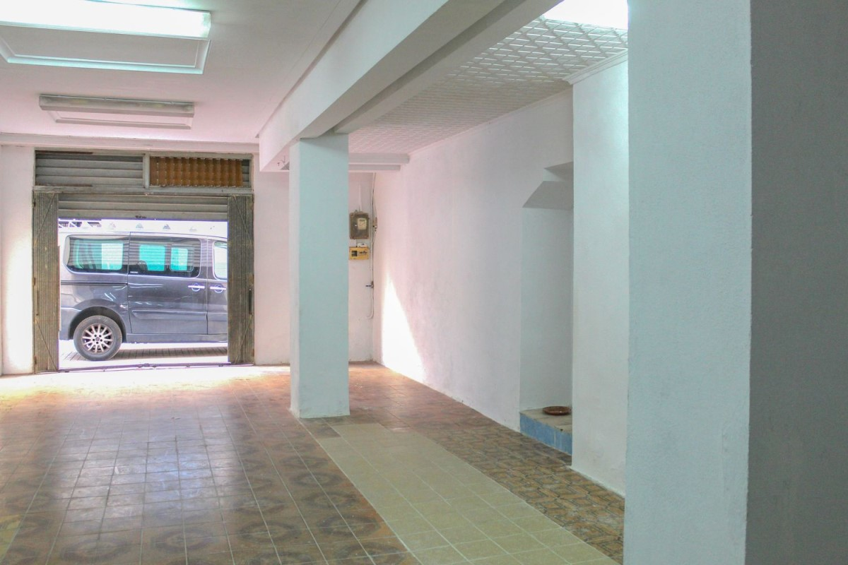 Retail premises  For Sale in  Torrent