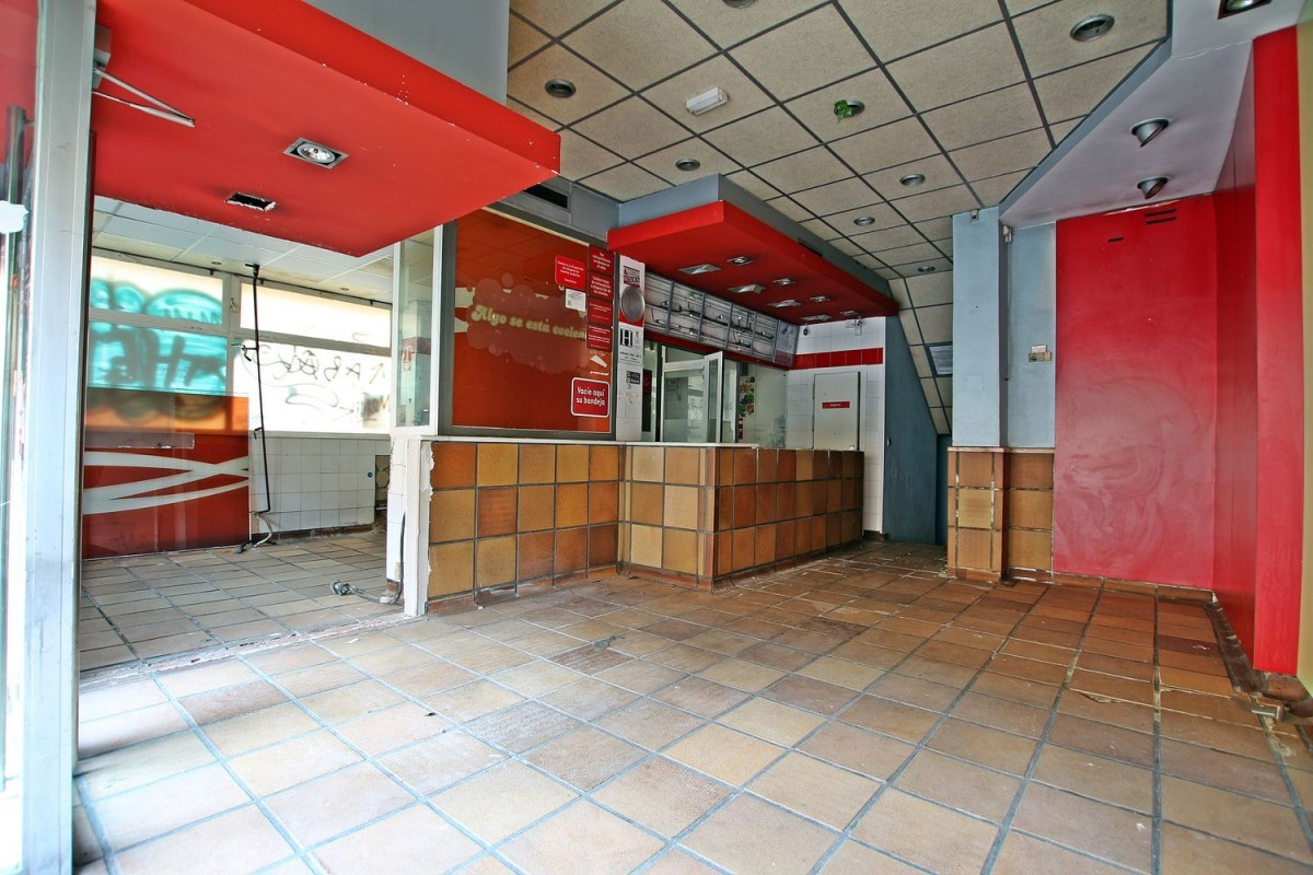 Local Comercial en Venta en Latina, Madrid