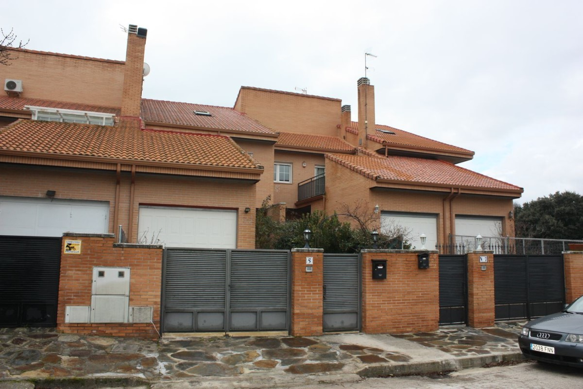 Terraced House  For Sale in  Valdemorillo