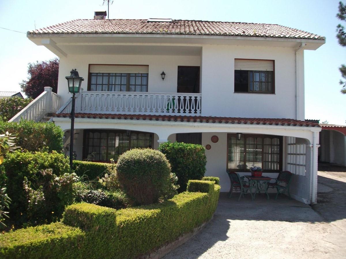 Chalet en Venta en  Bergondo