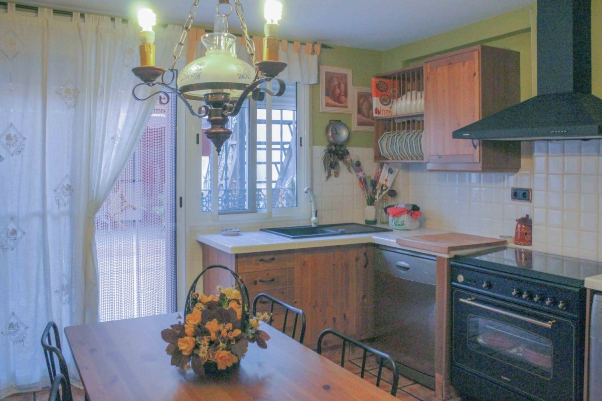 House  For Sale in  Montroy