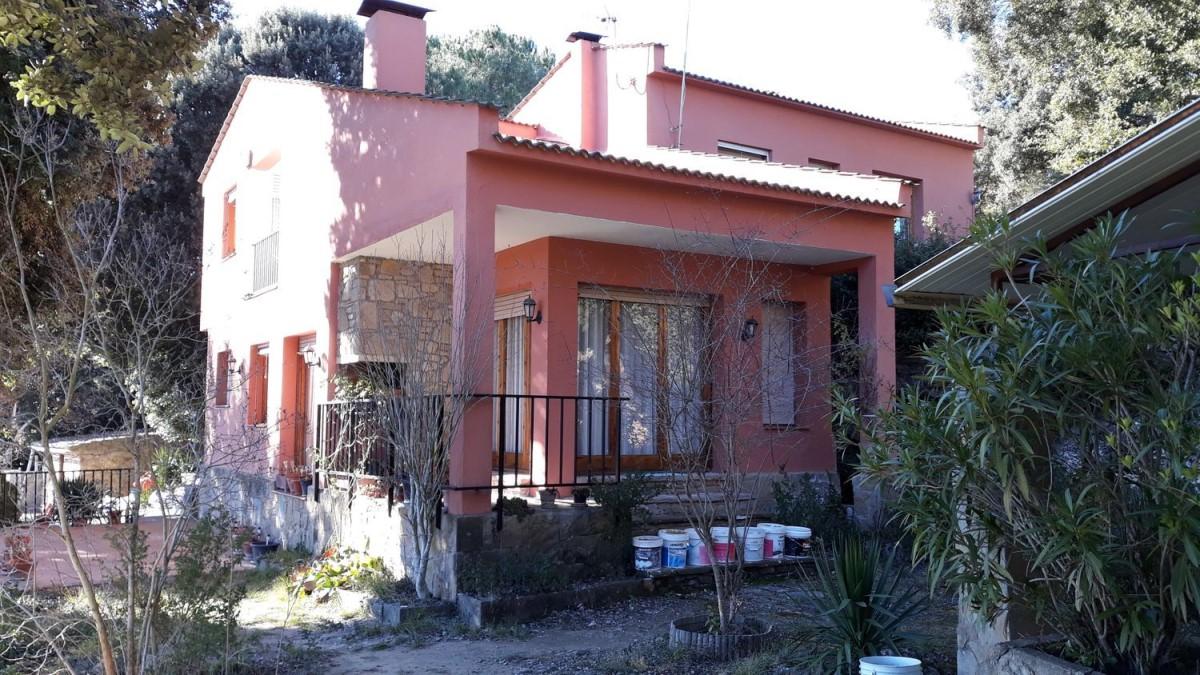 House  For Sale in  Castellcir