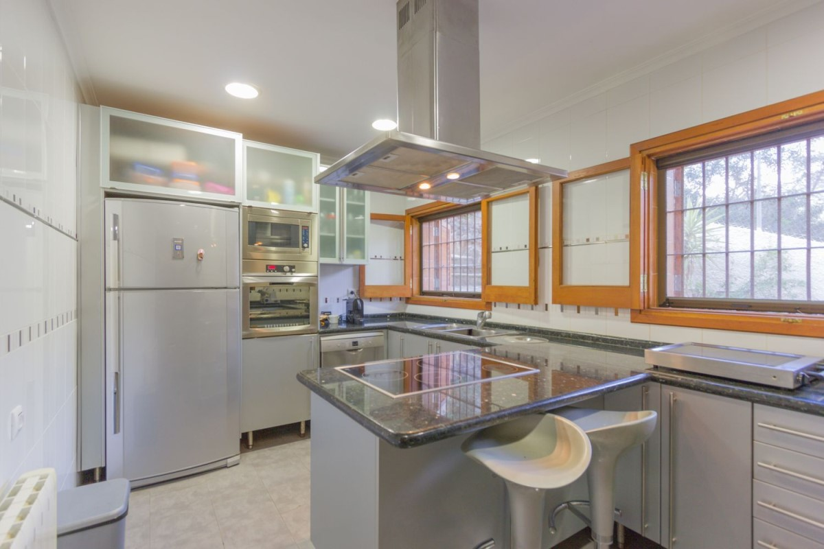 House  For Sale in  Gilet