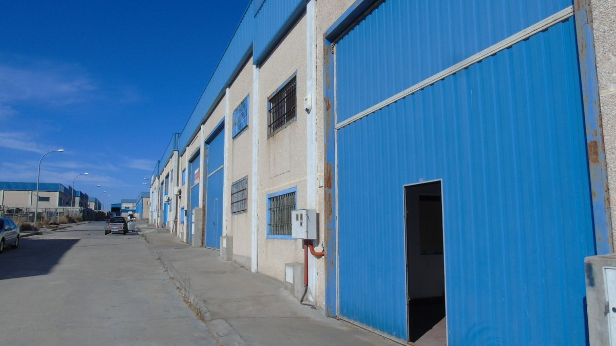 Industrial premises  For Rent in  Serranillos del Valle