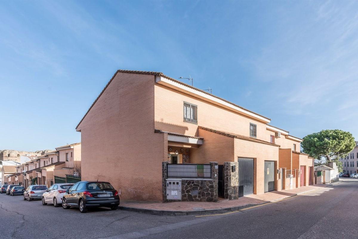 Terraced House  For Sale in  Casarrubios del Monte