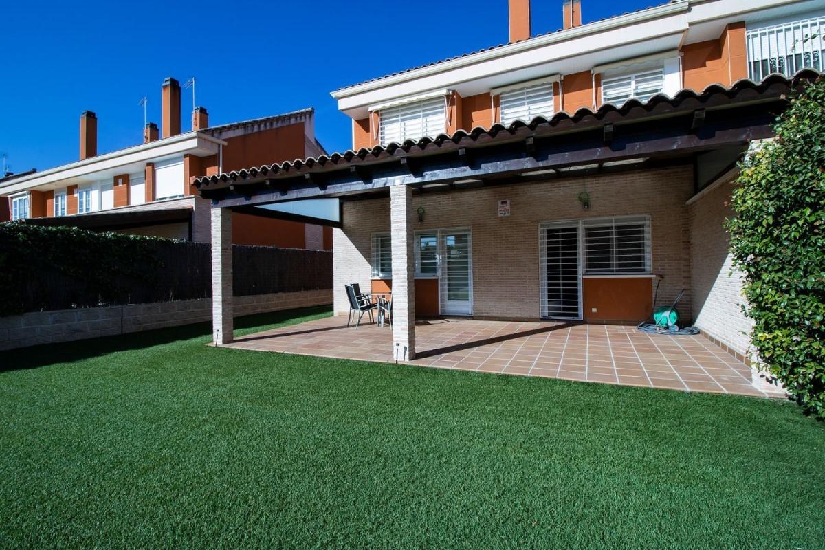 Terraced House  For Sale in  Talamanca de Jarama
