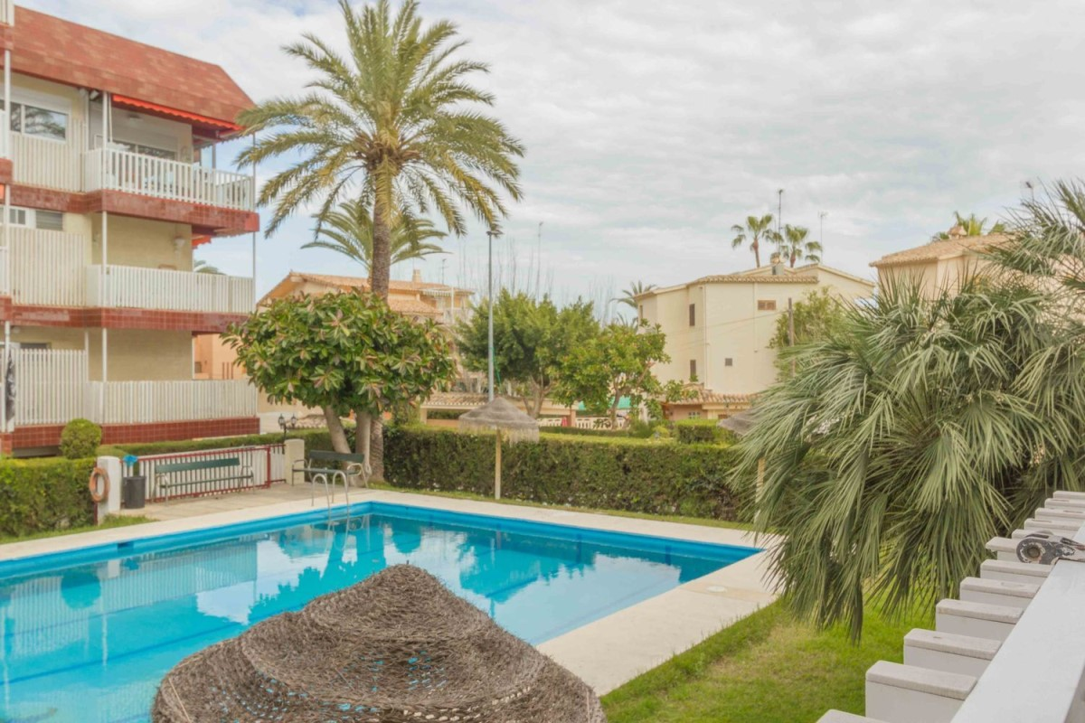 Apartment  For Sale in  playa de farnals