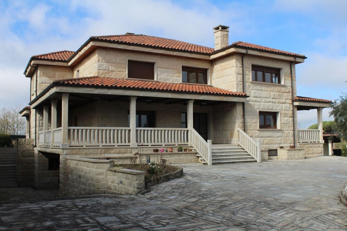 Chalet en Venta en  San Cibrao das Viñas