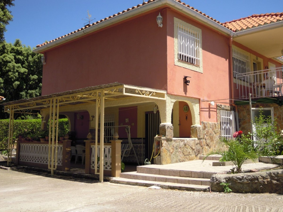 House  For Sale in  Pareja