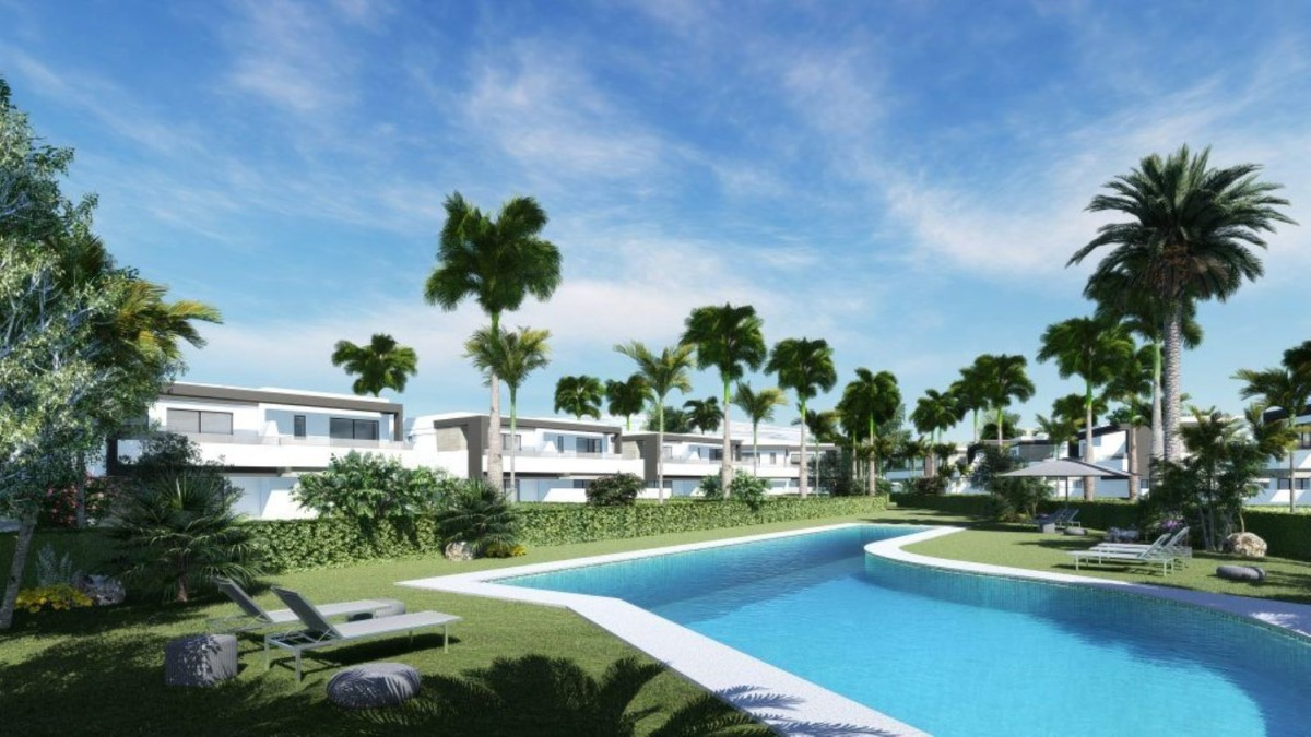 Terraced House  For Sale in Selwo, Estepona