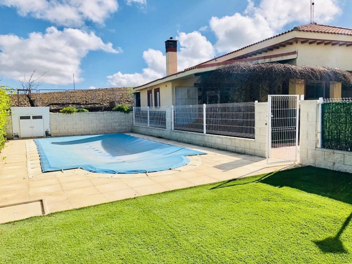 House  For Sale in  Lominchar