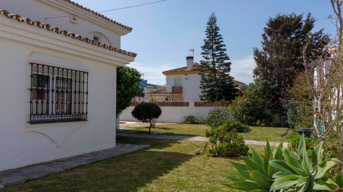 House  For Sale in Playa Bahía Dorada, Estepona