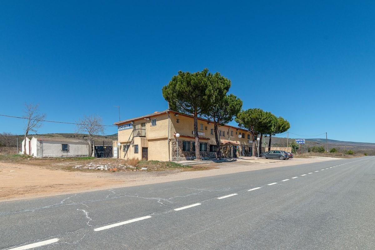 Edificio de Viviendas en Venta en  Buitrago del Lozoya