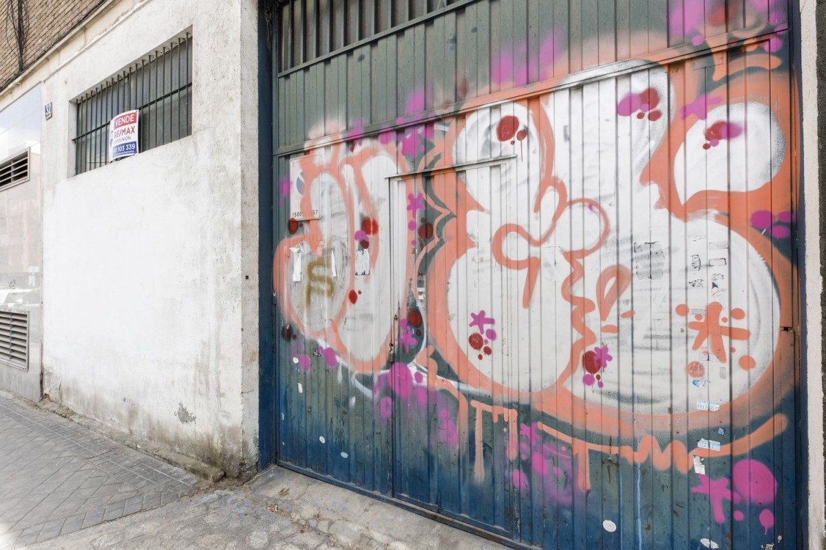 Industrial premises  For Sale in Ciudad Lineal, Madrid