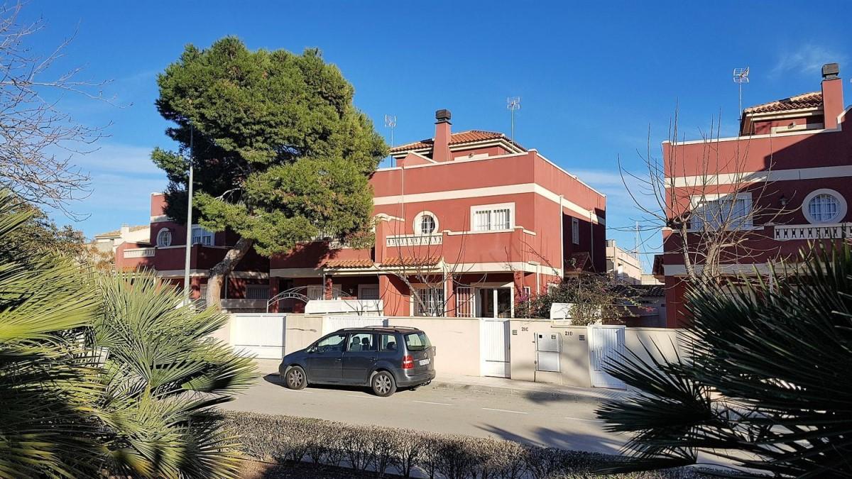Chalet Adosado en Venta en  Pilar de La Horadada