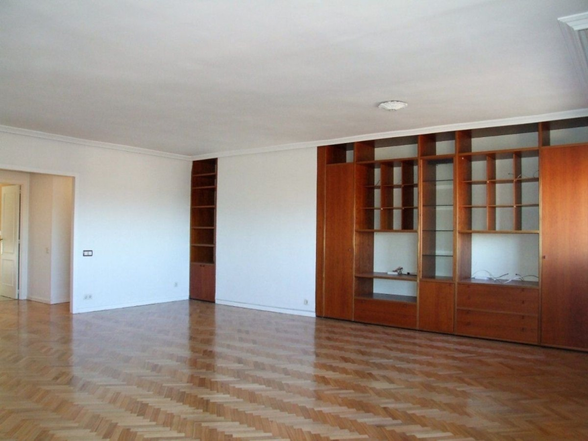 Apartment  For Rent in Fuencarral, Madrid