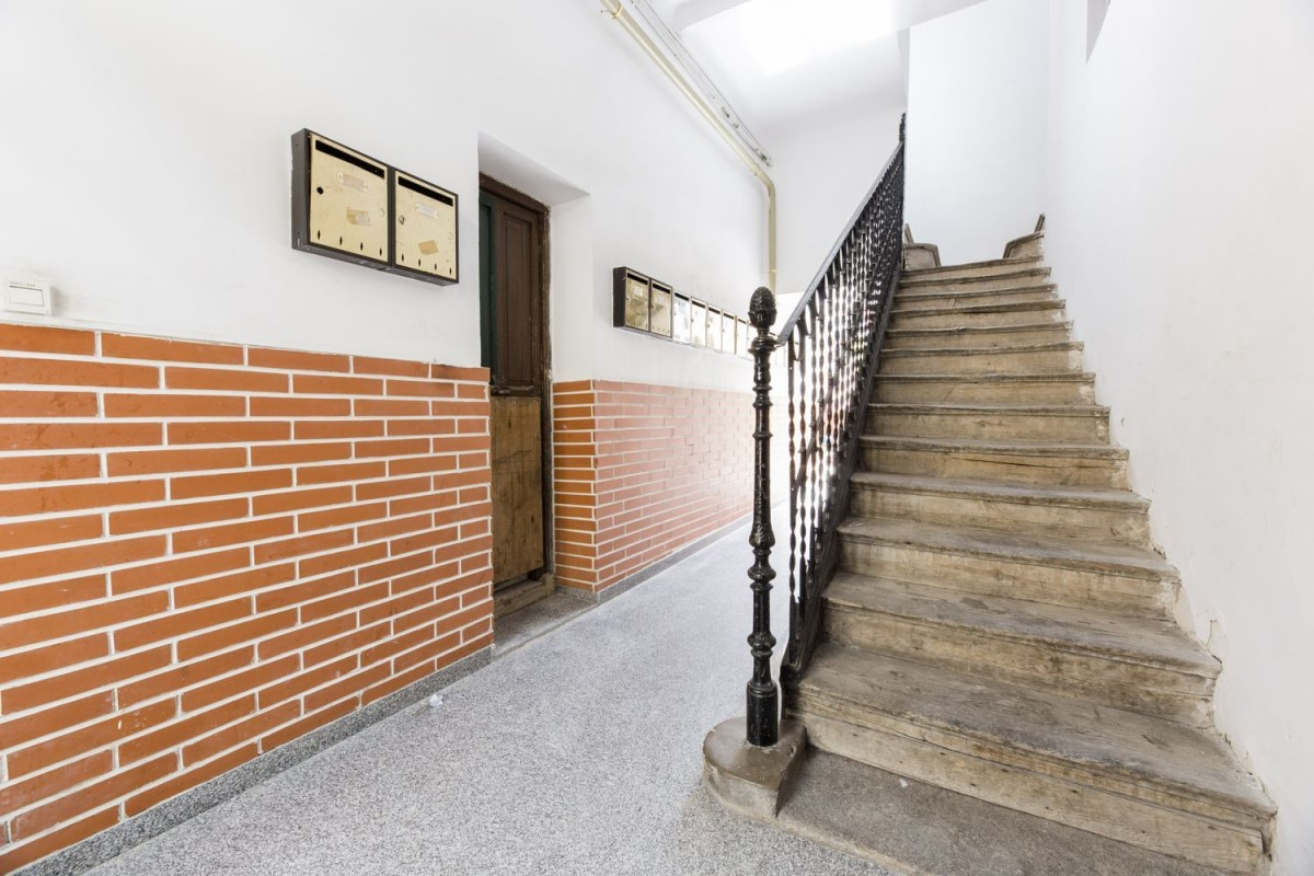 Housing Block  For Sale in Tetuán, Madrid