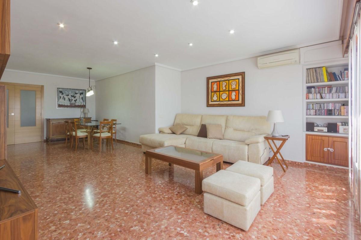 Apartment  For Sale in Extramurs, València