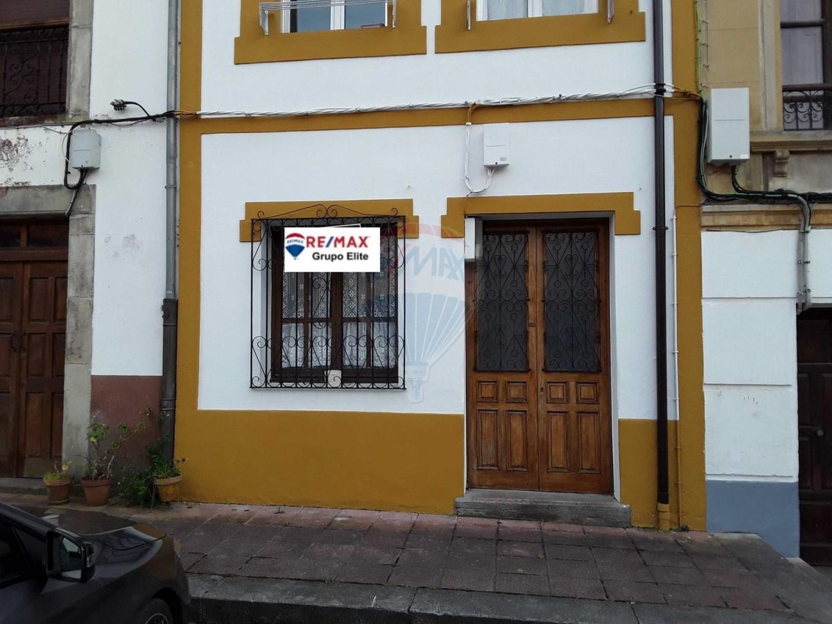Chalet Adosado en Venta en  Colunga